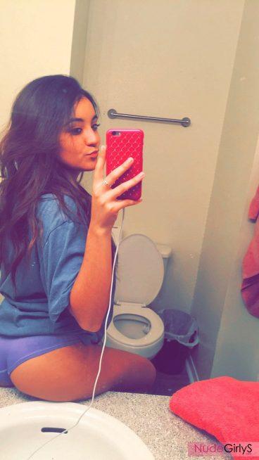 Amateur teen cutey selfie photo of her ass