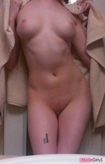 Young Vermillion_Kitten naked booty photo flash