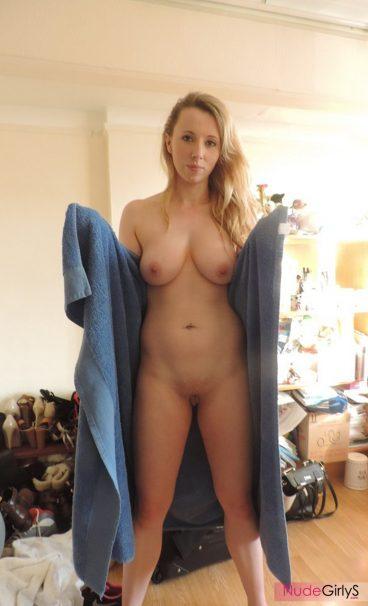 Ex girlfriend Amy nude big tits photo