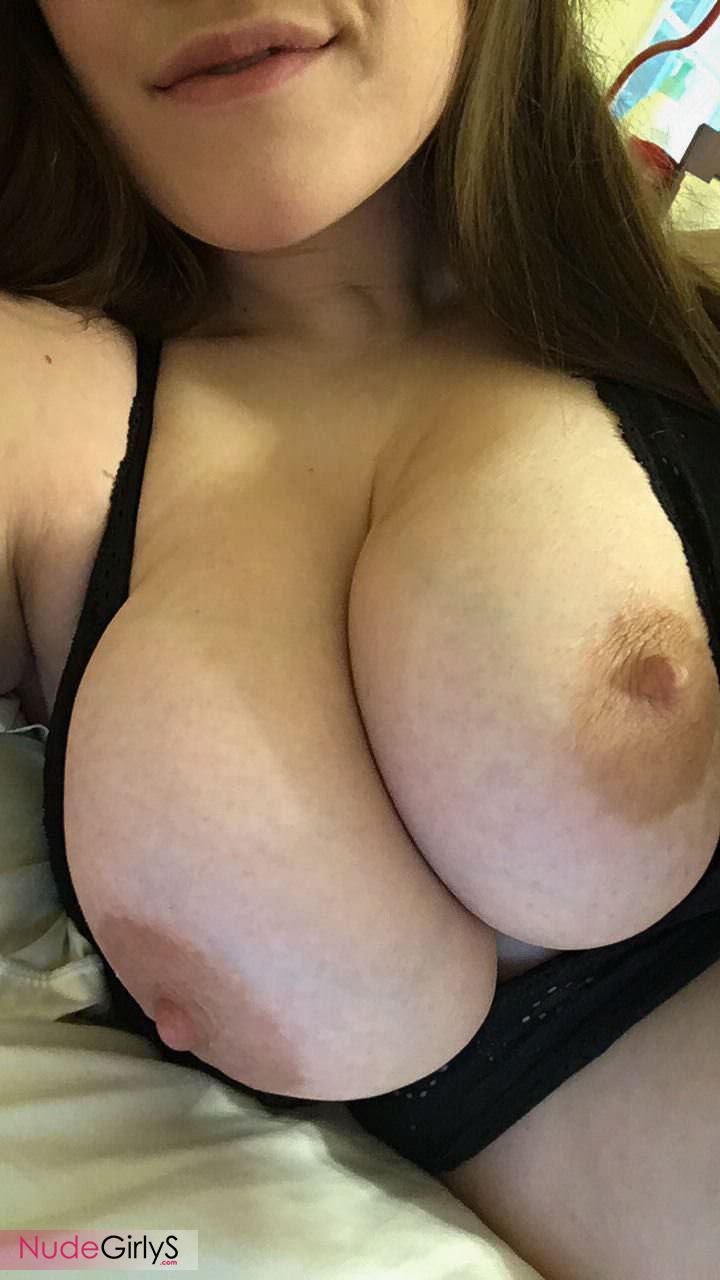 All Natural Big Tits Selfie - Big Tits Nude Pictures - NudeGirlys.com