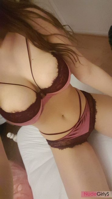 Young huge boob babe Tumblr in sexy lingerie photo