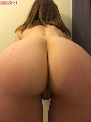 Sweet bent over Aloe Goddess naked ass from behind