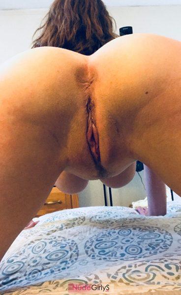 Tasty nude Aloe Goddess pussy from behind ass photos