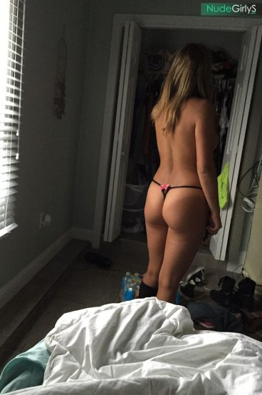 Real college GF leaked ass thong from behind in morning pic