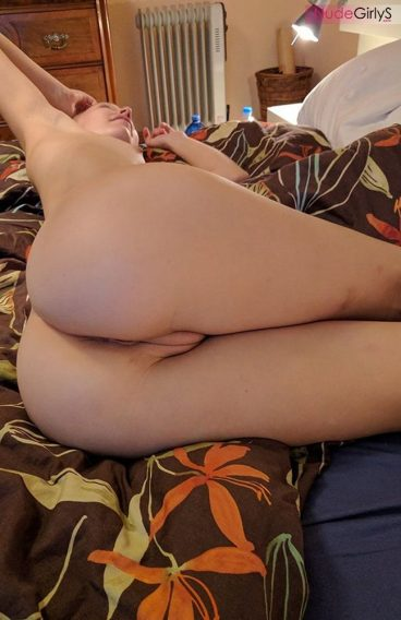 Hot perfect nude ex pussy from behind on bed
