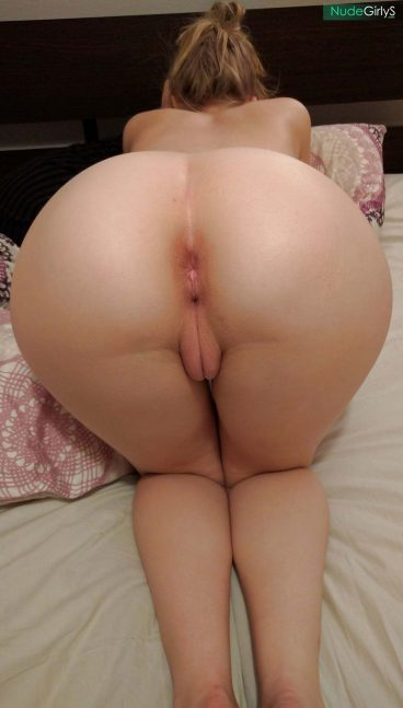 Amateur girlfriend naked big ass pussy pic