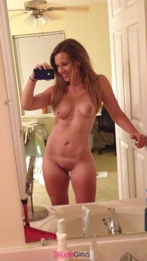 sexy girlfriend selfie